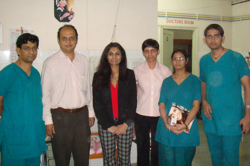 Dr. Gupta with local ophthalmologists and residents in training at Bhavnagar Trust Hospital
