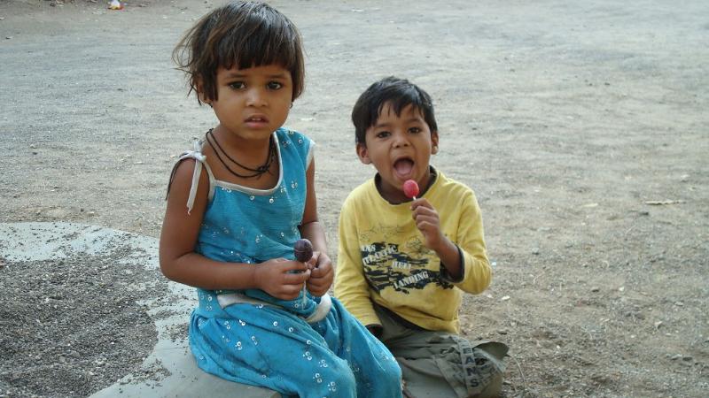 children-with-lollipops