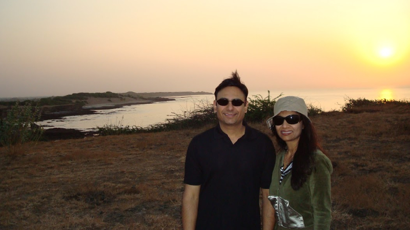 lopa_and_mantu_on_mahuva_beach